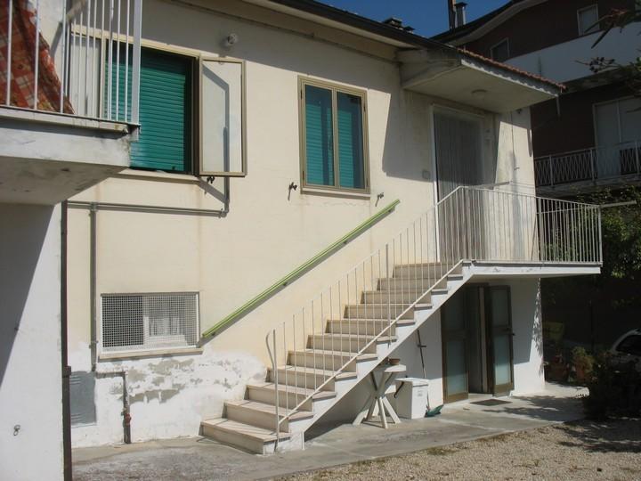 Soluzione Semindipendente in vendita a Moscufo, 5 locali, prezzo € 80.000 | Cambio Casa.it