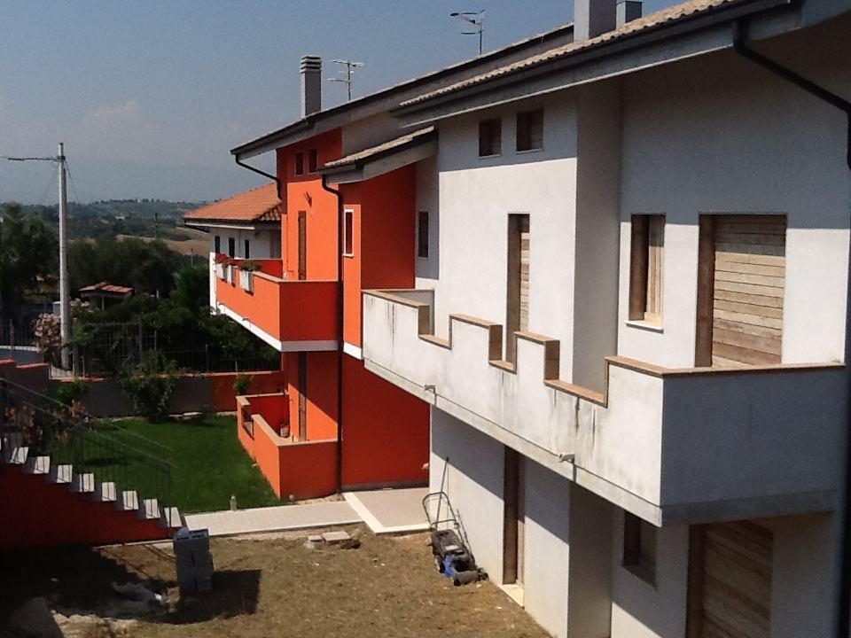 Appartamento in vendita a Spoltore, 10 locali, zona Località: Caprara, prezzo € 170.000 | CambioCasa.it