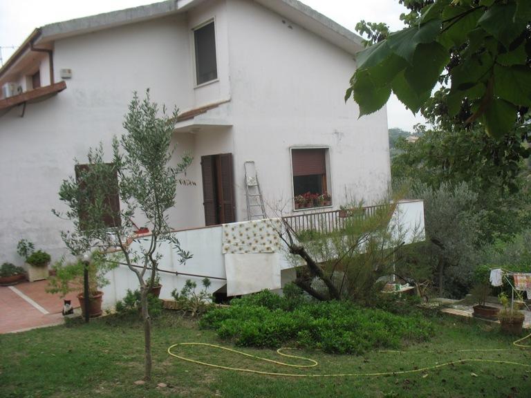 Soluzione Indipendente in vendita a Spoltore, 6 locali, zona Località: S.aTeresa, prezzo € 195.000 | Cambio Casa.it