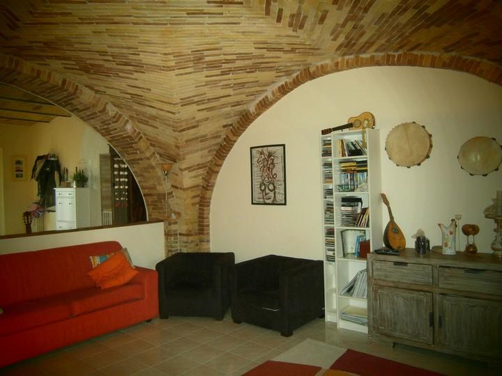 Rustico / Casale in vendita a Moscufo, 6 locali, zona Località: SterparodeiS.i, prezzo € 240.000 | Cambio Casa.it