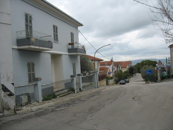 Soluzione Indipendente in vendita a Spoltore, 8 locali, zona Località: Caprara, prezzo € 180.000 | Cambio Casa.it