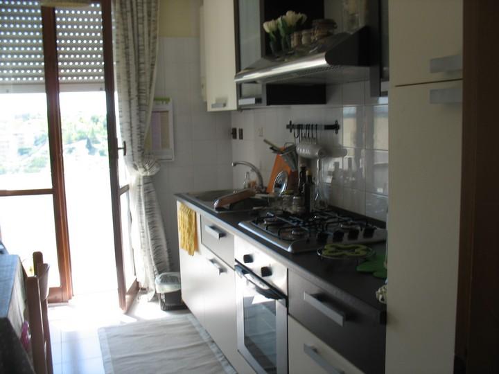 Appartamento in vendita a Spoltore, 4 locali, zona Località: CENTRO, prezzo € 110.000 | Cambio Casa.it