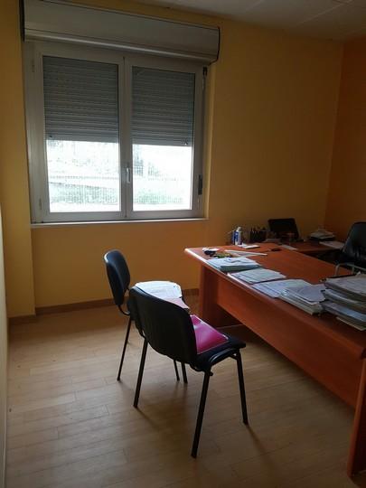 Ufficio / Studio in affitto a Spoltore, 9999 locali, zona Località: S.aTeresa, prezzo € 400 | CambioCasa.it