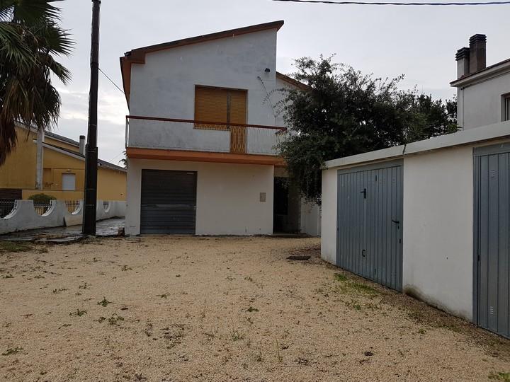 Soluzione Indipendente in vendita a Spoltore, 7 locali, prezzo € 120.000 | Cambio Casa.it