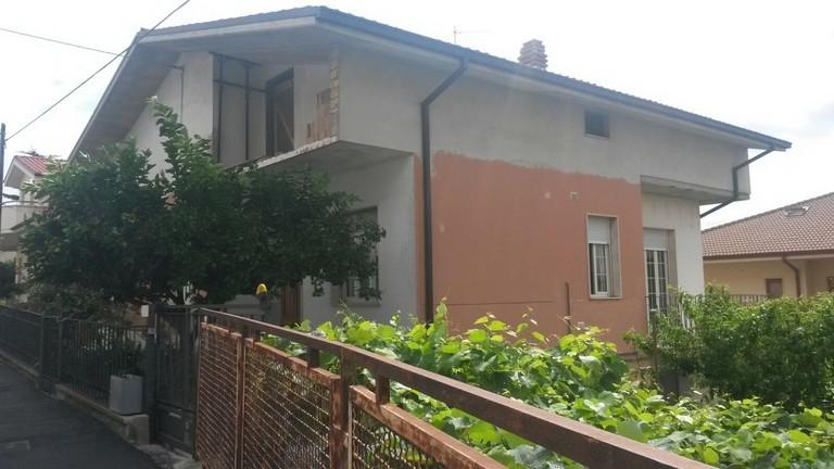 Soluzione Indipendente in vendita a Spoltore, 8 locali, zona Località: CENTRO, prezzo € 225.000 | CambioCasa.it