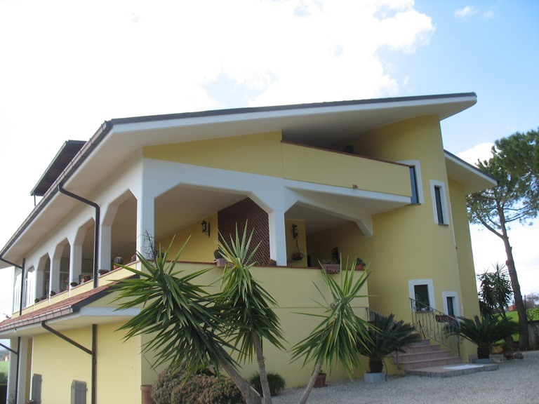 Villa in vendita a Pianella, 9 locali, zona Località: centro, prezzo € 450.000 | CambioCasa.it