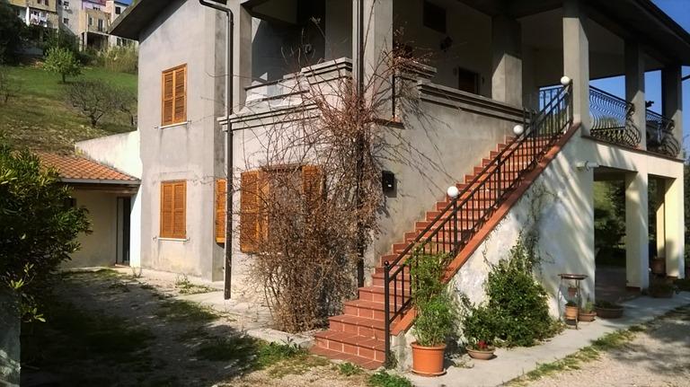 Soluzione Indipendente in vendita a Spoltore, 8 locali, zona Località: CENTRO, prezzo € 280.000 | CambioCasa.it