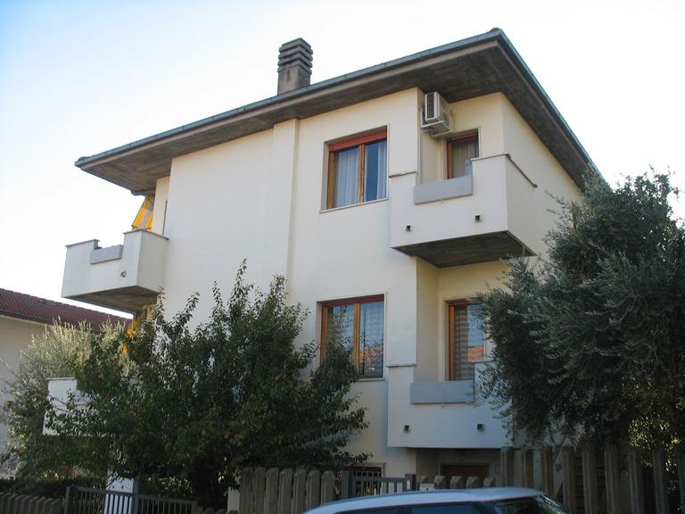 Soluzione Indipendente in vendita a Spoltore, 7 locali, zona Località: CENTRO, prezzo € 260.000   CambioCasa.it