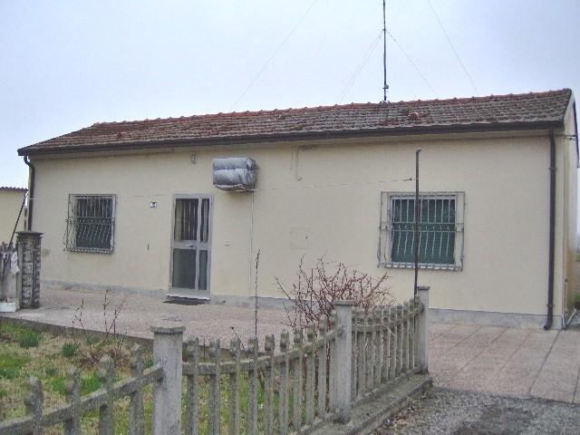 Soluzione Indipendente in vendita a Portomaggiore, 4 locali, zona Zona: Portoverrara, prezzo € 45.000 | Cambio Casa.it