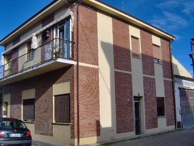 Appartamento in vendita a Portomaggiore, 5 locali, zona Località: Portomaggiore, prezzo € 68.000 | Cambio Casa.it