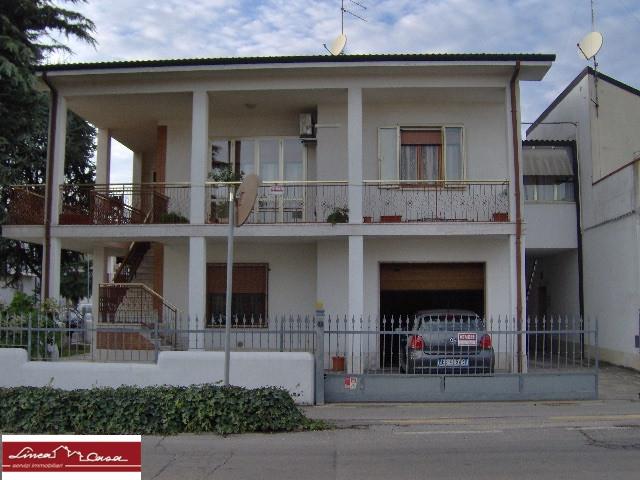 Appartamento in vendita a Portomaggiore, 6 locali, zona Località: Portomaggiore, prezzo € 135.000 | Cambio Casa.it