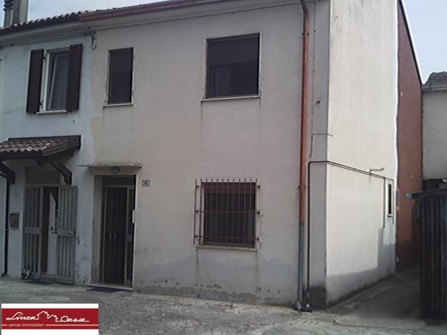 Soluzione Indipendente in vendita a Portomaggiore, 4 locali, zona Zona: Ripapersico, prezzo € 35.000 | Cambio Casa.it