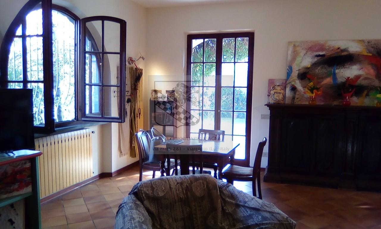 Villa in Vendita a Forte Dei Marmi: 5 locali, 200 mq - Foto 1