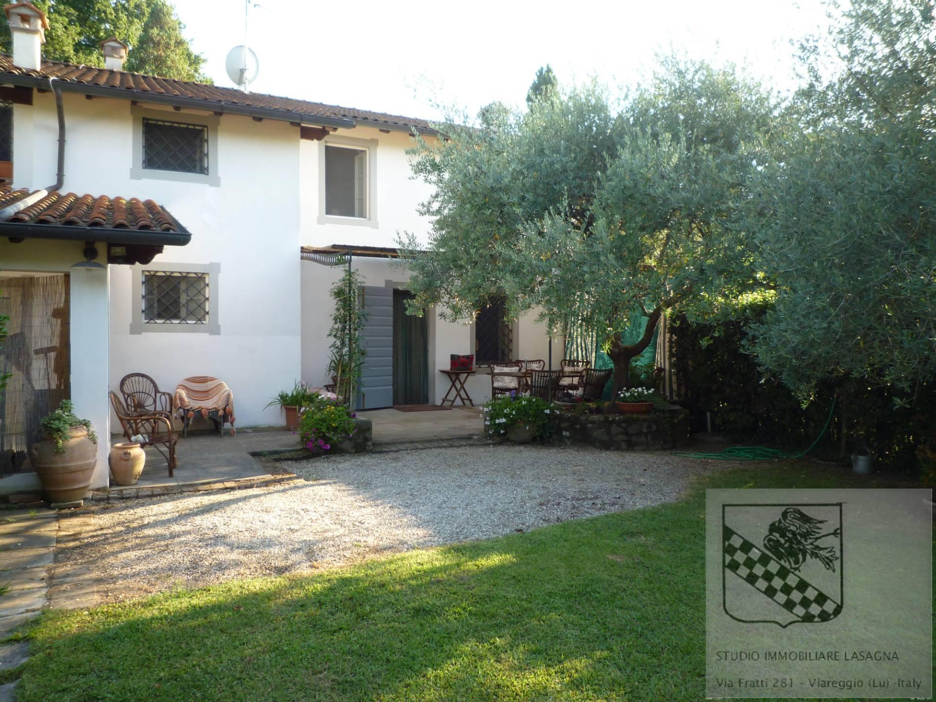 Villa in Vendita a Camaiore: 5 locali, 120 mq - Foto 2