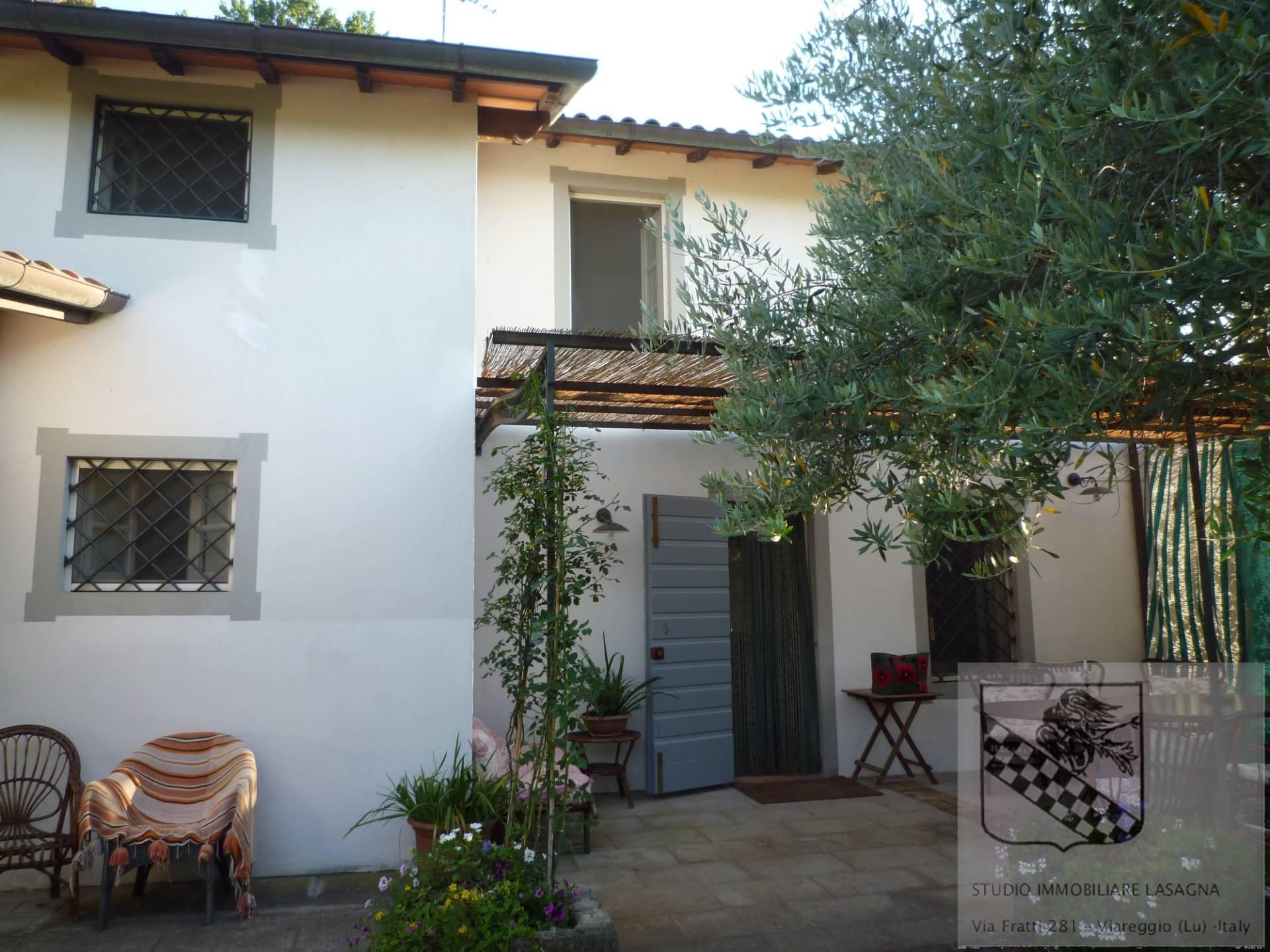 Villa in Vendita a Camaiore: 5 locali, 120 mq - Foto 1