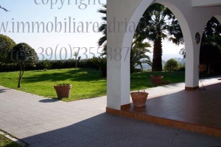 Villa in vendita a Colonnella, 8 locali, prezzo € 530.000 | Cambio Casa.it