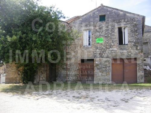 Rustico / Casale in vendita a Rotella, 1 locali, prezzo € 49.000   CambioCasa.it