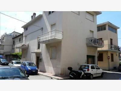 Soluzione Indipendente in vendita a San Benedetto del Tronto, 7 locali, zona Località: PortodAscoli, prezzo € 240.000 | CambioCasa.it