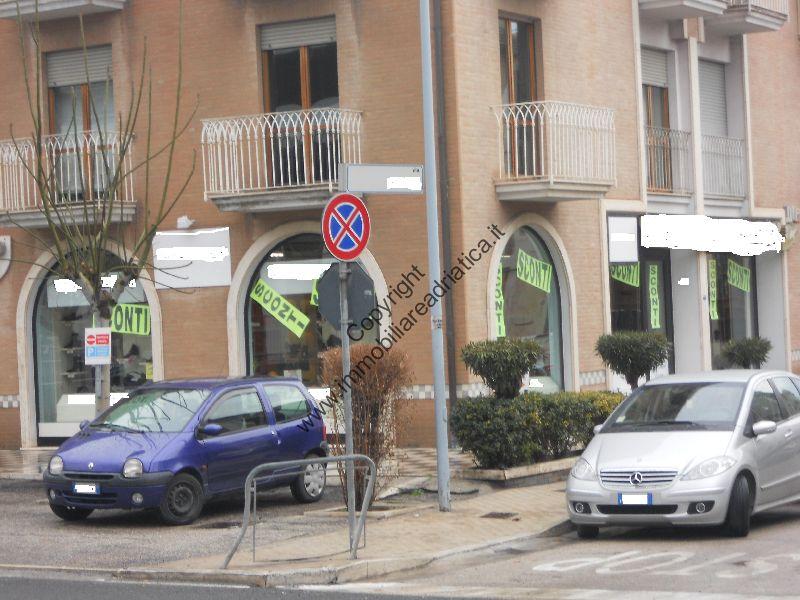 Negozio / Locale in affitto a San Benedetto del Tronto, 9999 locali, prezzo € 2.500 | Cambio Casa.it