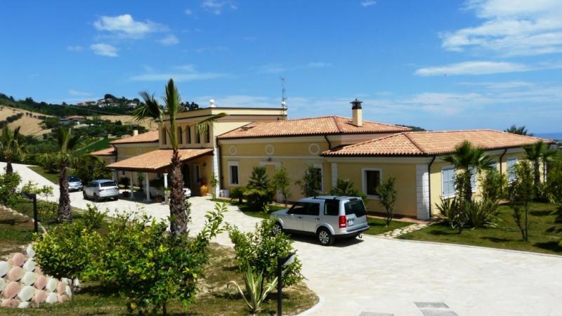 Villa in vendita a Colonnella, 15 locali, Trattative riservate | Cambio Casa.it
