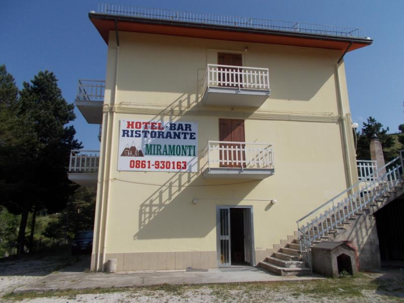 Appartamento in vendita a Valle Castellana, 3 locali, prezzo € 95.000 | Cambio Casa.it