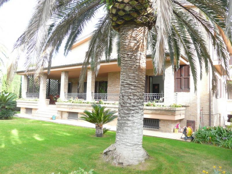 Villa in vendita a Porto San Giorgio, 12 locali, Trattative riservate | Cambio Casa.it
