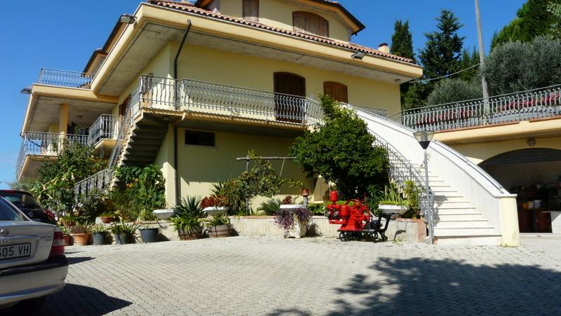Villa in vendita a Monteprandone, 18 locali, prezzo € 1.200.000 | CambioCasa.it