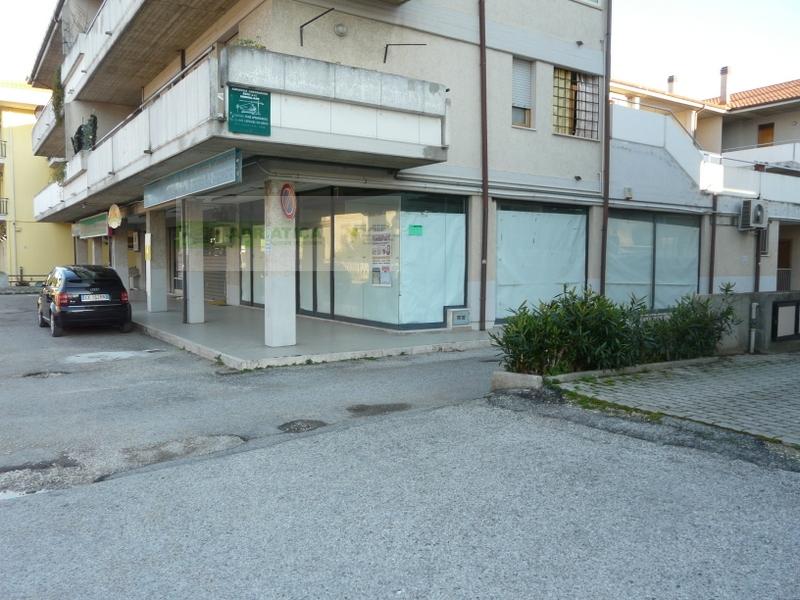 Negozio / Locale in vendita a Martinsicuro, 9999 locali, zona Località: VillaRosa, prezzo € 200.000 | Cambio Casa.it