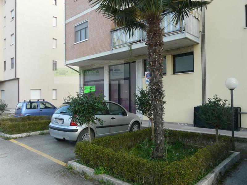 Negozio / Locale in vendita a San Benedetto del Tronto, 9999 locali, Trattative riservate | CambioCasa.it