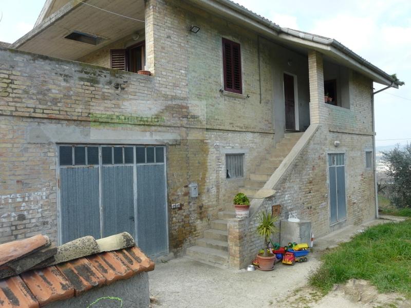 Rustico / Casale in vendita a Torano Nuovo, 5 locali, prezzo € 198.000 | CambioCasa.it