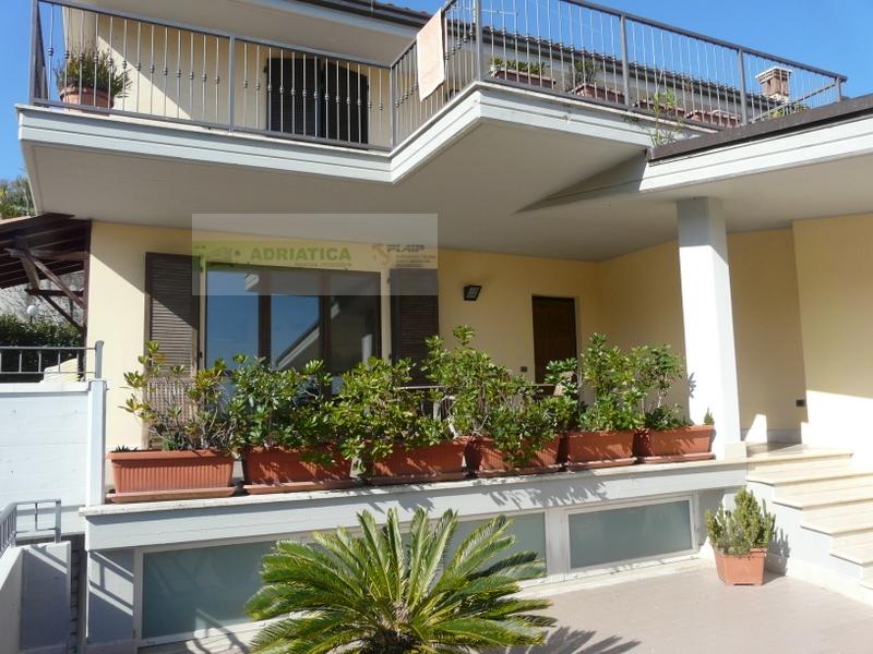 Villa in vendita a Acquaviva Picena, 6 locali, prezzo € 750.000 | CambioCasa.it