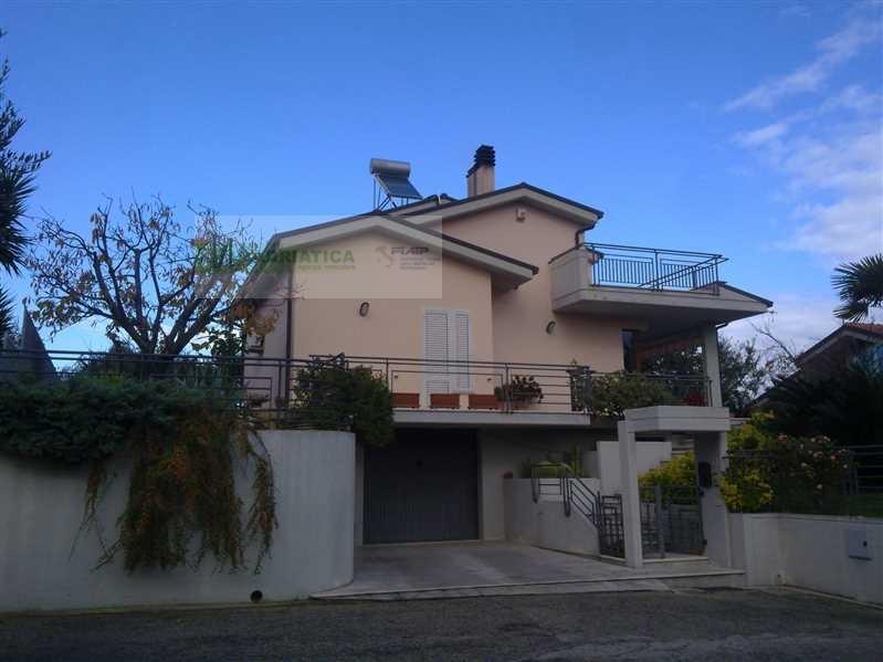 Villa in vendita a Acquaviva Picena, 8 locali, prezzo € 490.000 | CambioCasa.it