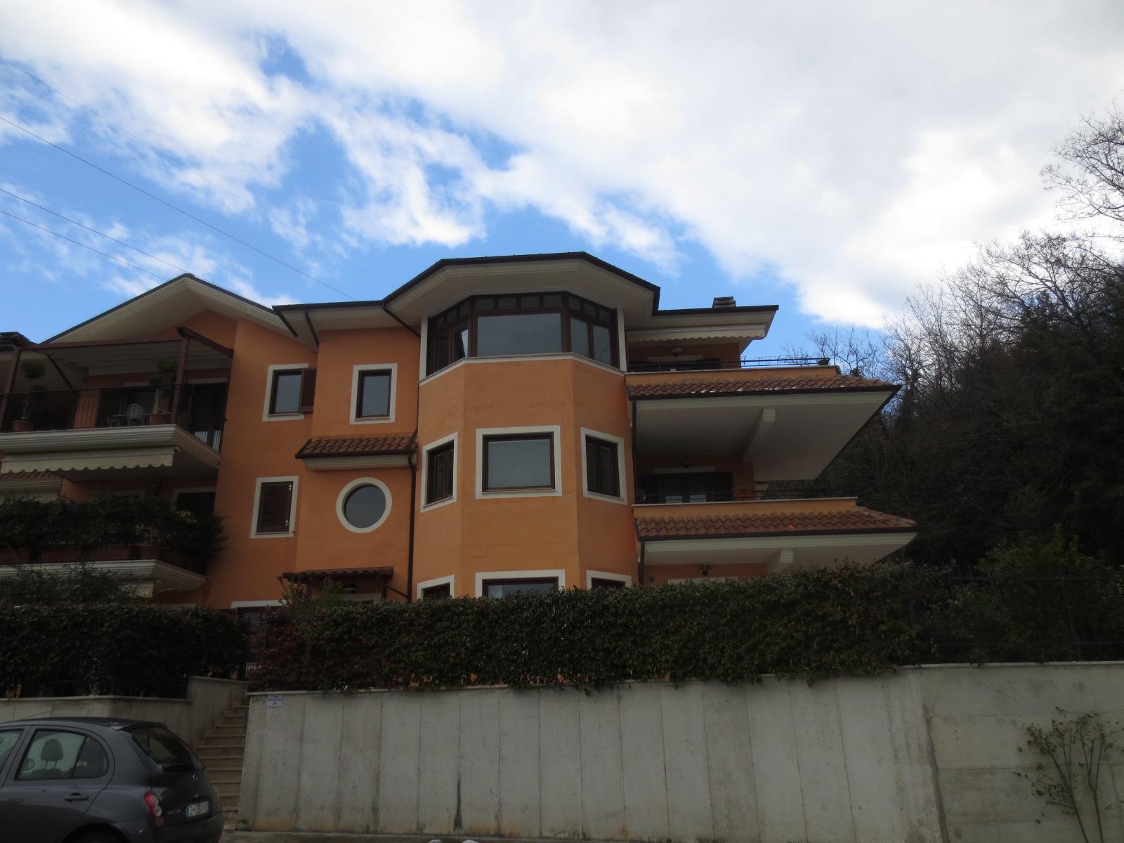 Appartamento in vendita a Ascoli Piceno, 5 locali, prezzo € 230.000 | CambioCasa.it