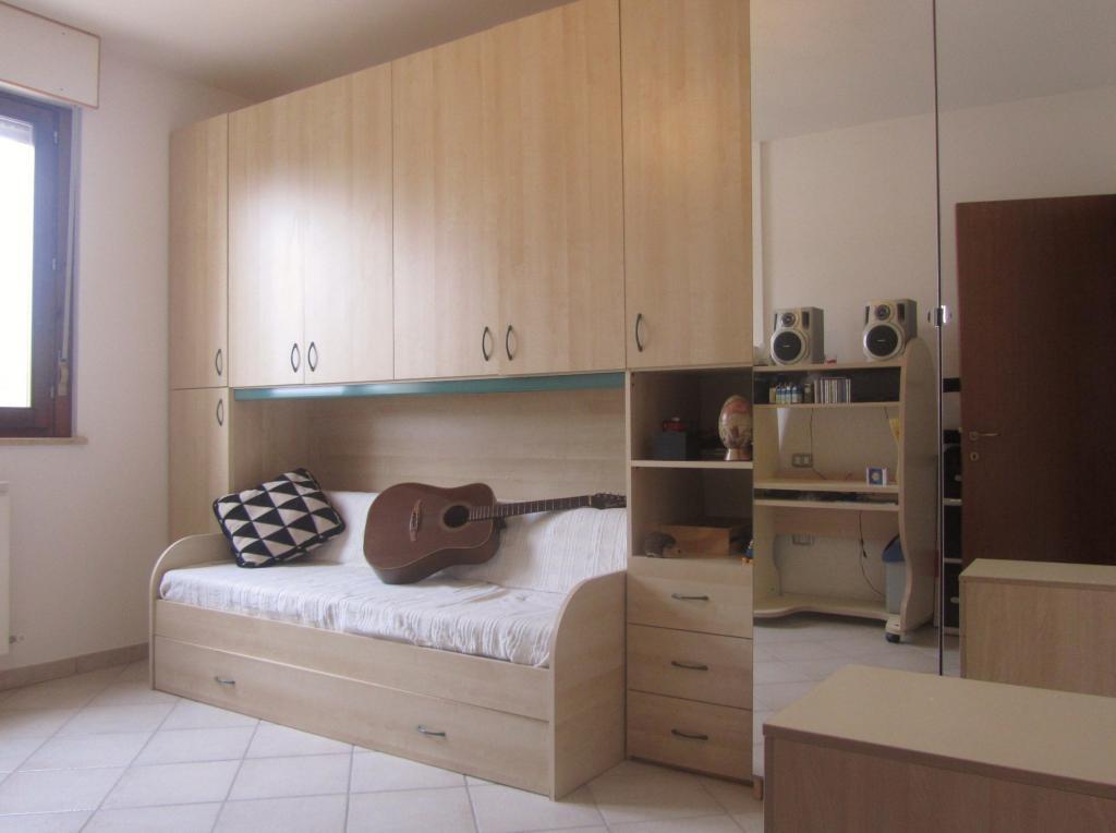 Appartamento in vendita a Nereto, 4 locali, prezzo € 80.000 | Cambio Casa.it