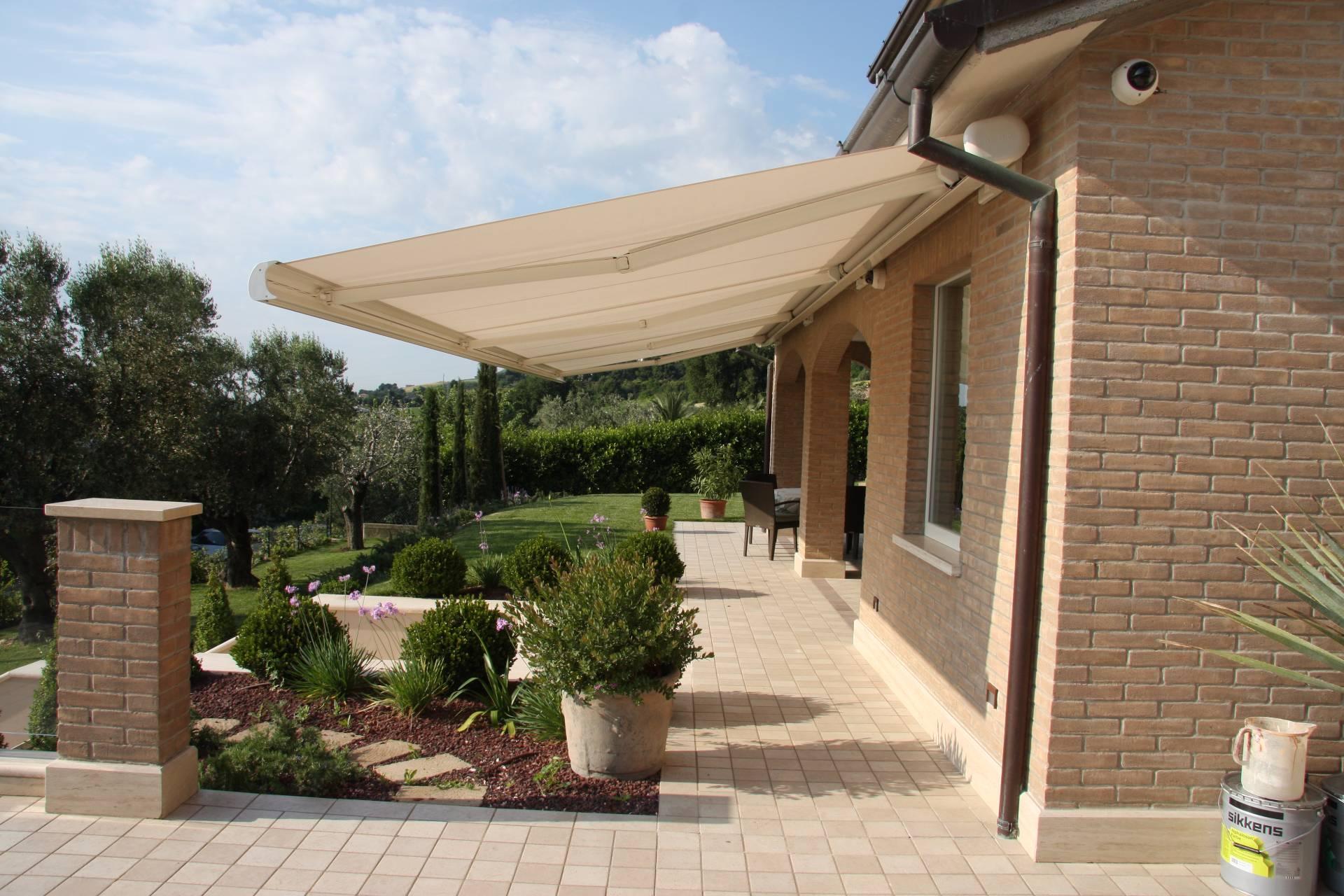 Villa in vendita a San Benedetto del Tronto, 10 locali, zona Località: centrale, Trattative riservate | Cambio Casa.it