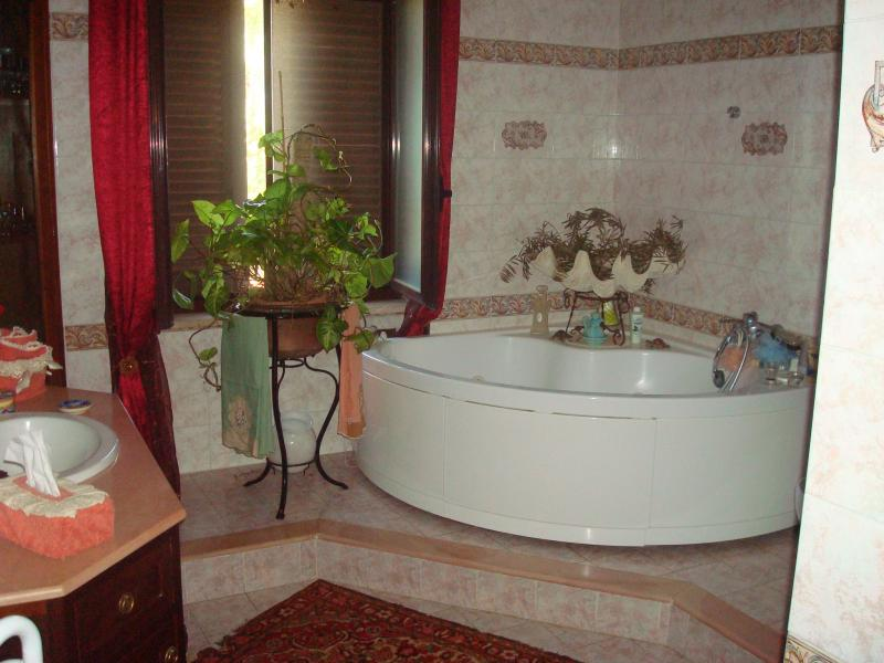 Rustico / Casale in vendita a Latina, 7 locali, zona Località: BorgoS.aMaria, prezzo € 390.000 | CambioCasa.it