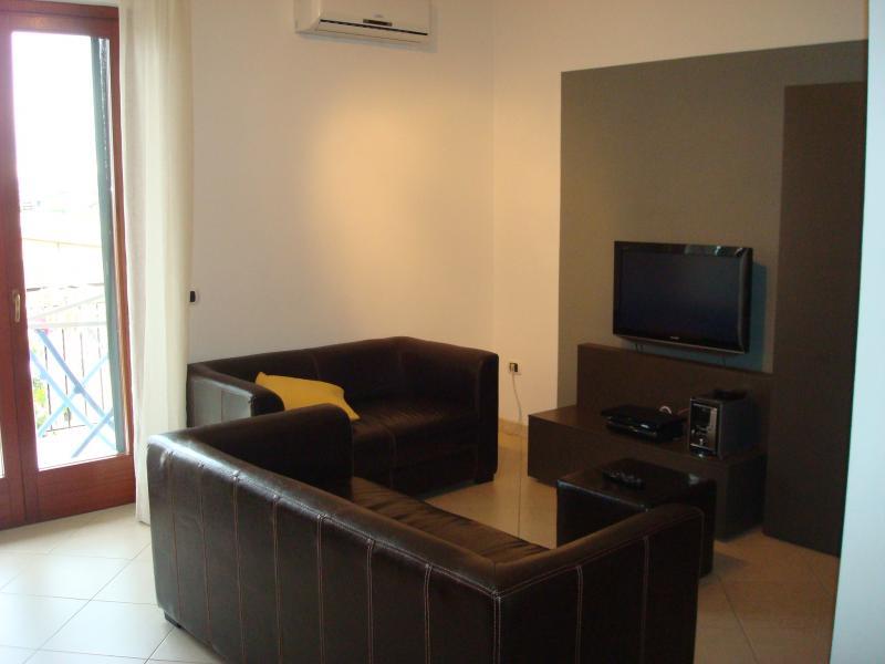 Appartamento in vendita a Cisterna di Latina, 4 locali, zona Località: BorgoFlora, prezzo € 160.000 | Cambio Casa.it