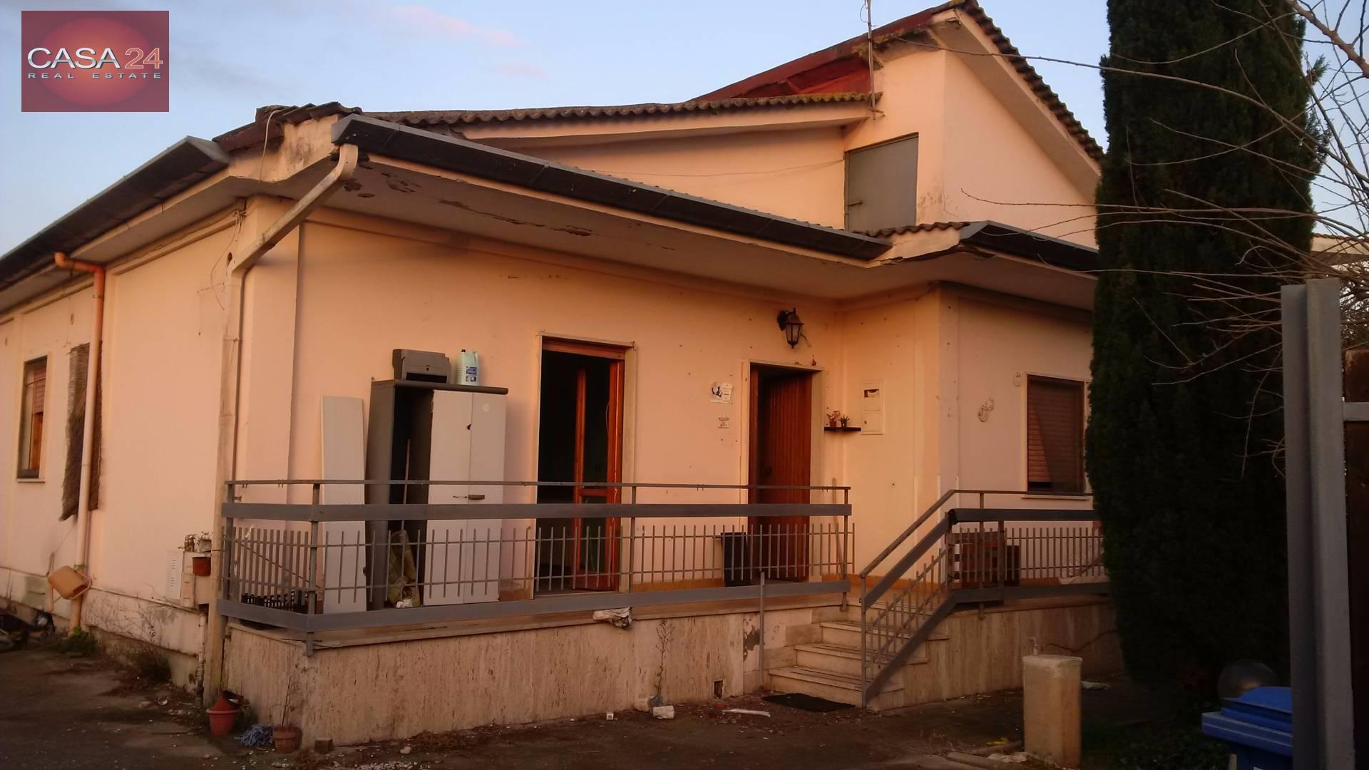 Soluzione Indipendente in vendita a Latina, 5 locali, zona Località: R11ZonaPantanaccio, prezzo € 230.000 | Cambio Casa.it