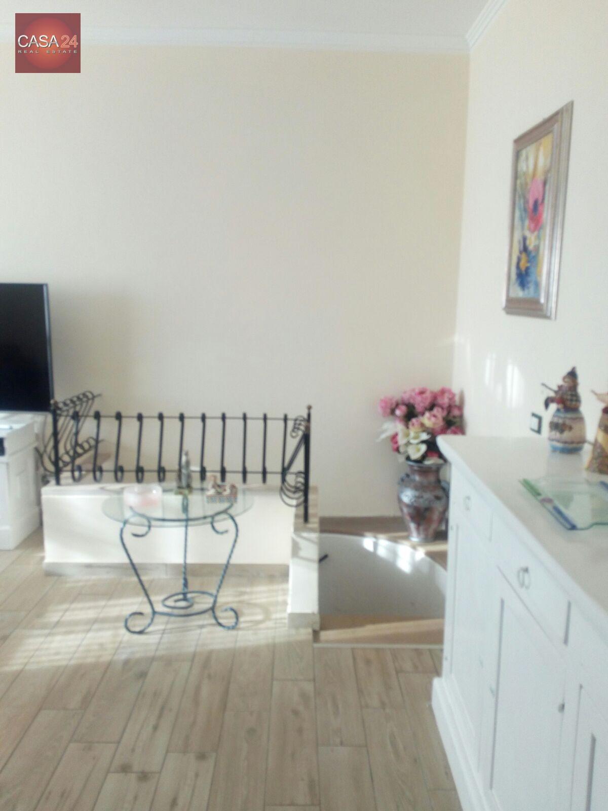 Appartamento in vendita a Latina, 6 locali, zona Località: R2ZonaPiccarello, prezzo € 215.000   CambioCasa.it