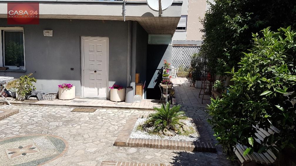 Villa in vendita a Latina, 5 locali, zona Località: R0ZonaCentrale, prezzo € 480.000 | CambioCasa.it