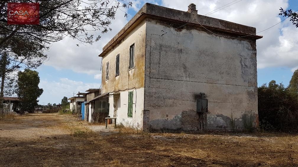 Rustico / Casale in vendita a Latina, 7 locali, zona Località: BorgoBainsizza, Trattative riservate | CambioCasa.it