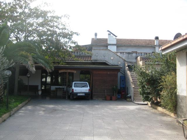 Negozio / Locale in vendita a Castiglione Messer Raimondo, 9999 locali, prezzo € 380.000 | Cambio Casa.it
