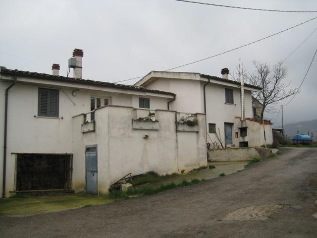 Soluzione Indipendente in vendita a Farindola, 9 locali, prezzo € 80.000 | Cambio Casa.it
