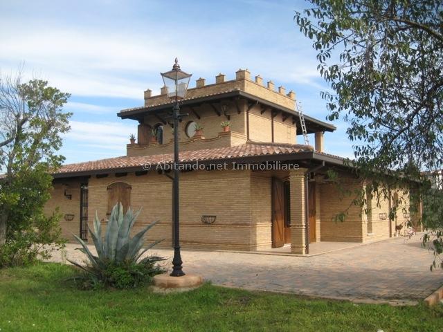 Villa in vendita a Moscufo, 10 locali, prezzo € 595.000 | Cambio Casa.it