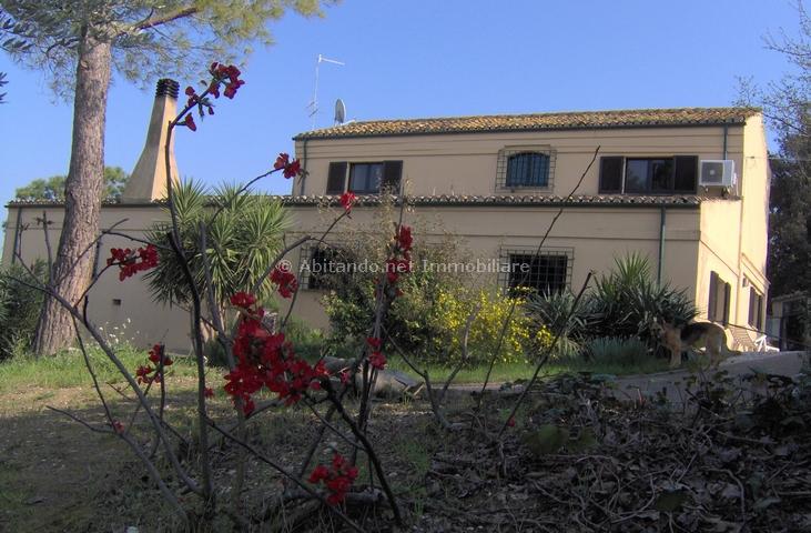 Villa in vendita a Pianella, 6 locali, prezzo € 500.000 | CambioCasa.it
