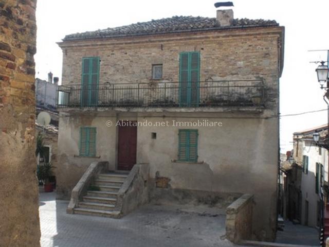 Soluzione Indipendente in vendita a Città Sant'Angelo, 10 locali, prezzo € 230.000 | Cambio Casa.it
