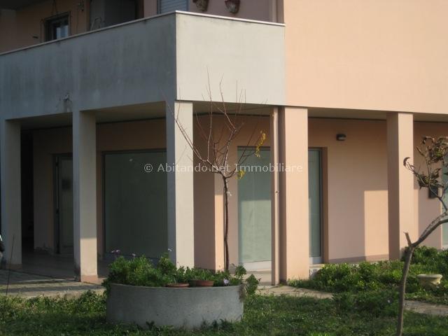 Negozio / Locale in affitto a Loreto Aprutino, 9999 locali, prezzo € 55.000 | Cambio Casa.it