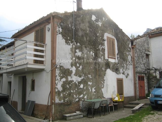 Soluzione Semindipendente in vendita a Civitella Casanova, 4 locali, zona Zona: Vestea, prezzo € 41.000 | Cambio Casa.it