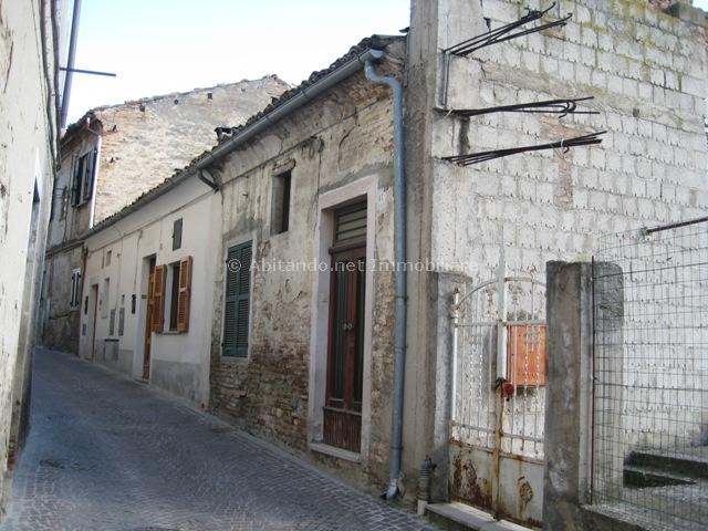 Appartamento in vendita a Penne, 3 locali, zona Località: Centrostorico, prezzo € 33.000 | Cambio Casa.it