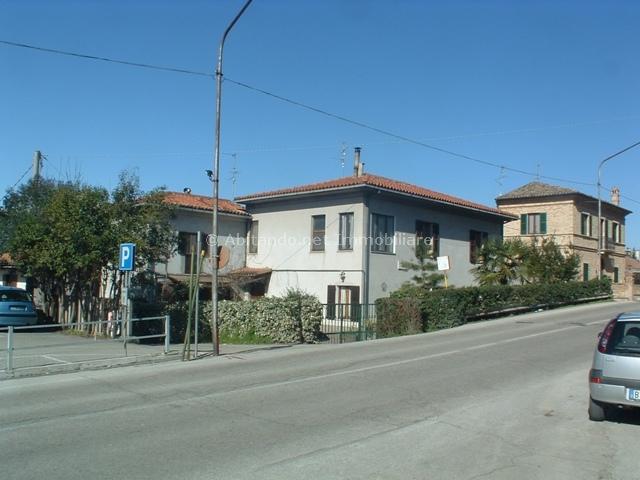 Appartamento in vendita a Penne, 13 locali, prezzo € 350.000 | Cambio Casa.it